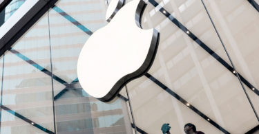 apple hires blackberry