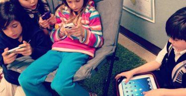 kids-phone-addiction