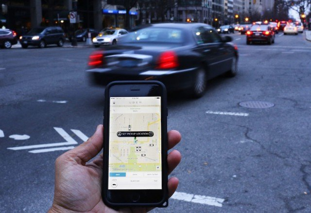 an-uber-application-is-shown-as-cars-drive-by-in-washington-dc-640x438
