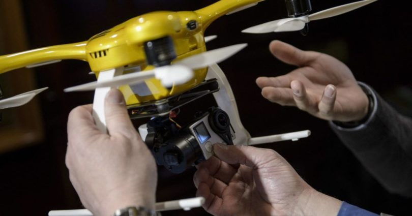 635596054124887381-drone-hands