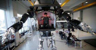 js116735710_reuters_an-employee-controls-the-arms-of-a-manned-biped-walking-robot-method-2-durin-large_trans_nvbqzqnjv4bqzgekzx3m936n5bqk4va8rtgju7qtstfrd21mzxayo54