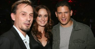 LOS ANGELES, CA - OCTOBER 23:  (L-R) Actor Robert Knepper, actress Sarah Wayne Callies and actor Wentworth Miller attend the Fox Fall Eco-Casino Party at Boulevard3 on October 23, 2006 in Los Angeles, California.  (Photo by Michael Buckner/Getty Images)