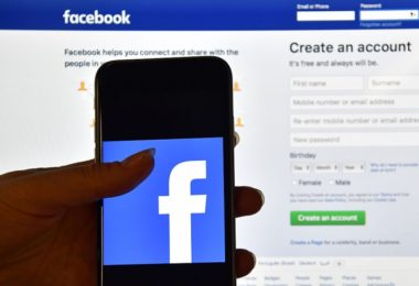 facebook-connections-play-a-great-role-for-job-seekers